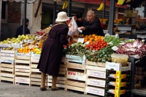 Wochenmarkt Gemüsestand